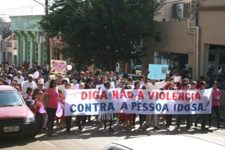 Caminhada marca o Dia Mundial de Conscientização da Violência Contra a Pessoa Idosa.
